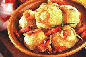 Клецки картофельные с беконом и луком
