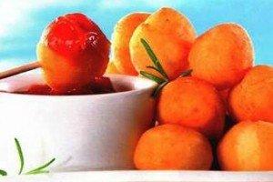 Картофельные шарики с домашним кетчупом